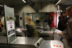 Tornos de acceso al metro de Barcelona.