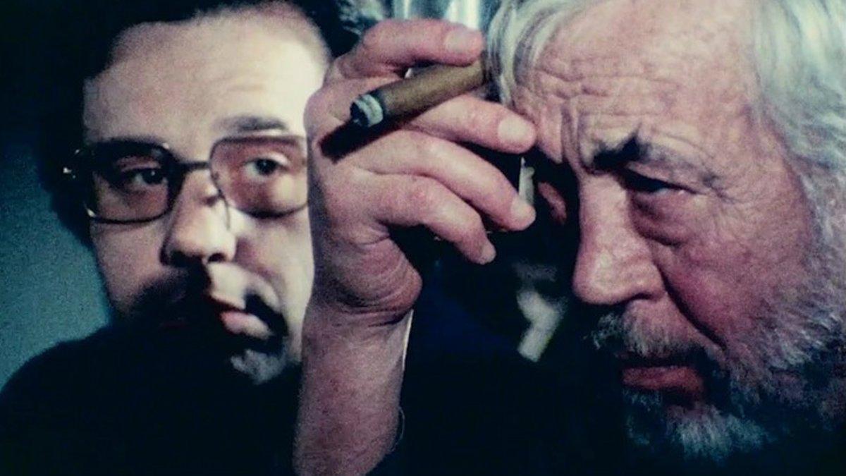 Peter Bogdanovich y John Huston, en Al otro lado del viento, de Orson Welles.