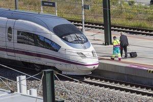 Tren del AVE en la estación de Figueres-Vilafant.