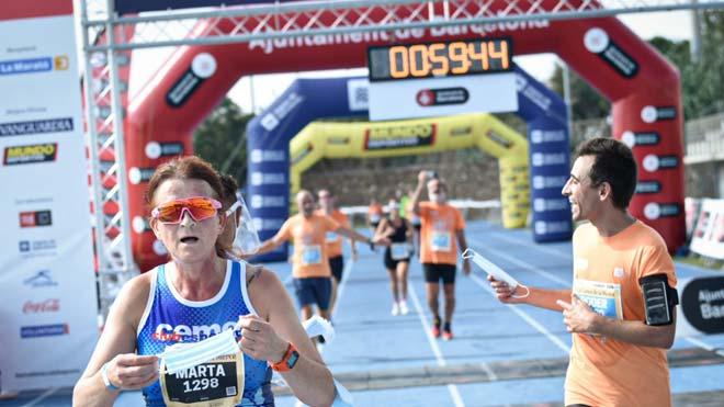 Tres mil corredores compiten contra la COVID-19 en la cursa de la Mercè de Barcelona.