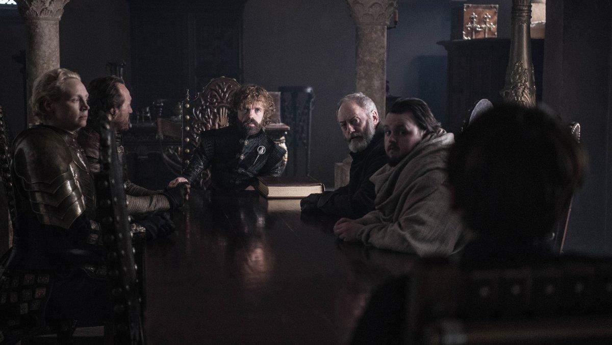 Escena del último episodio de 'Juego de tronos' en la que aparecen varios personajes de la serie, pero solo uno es femenino.