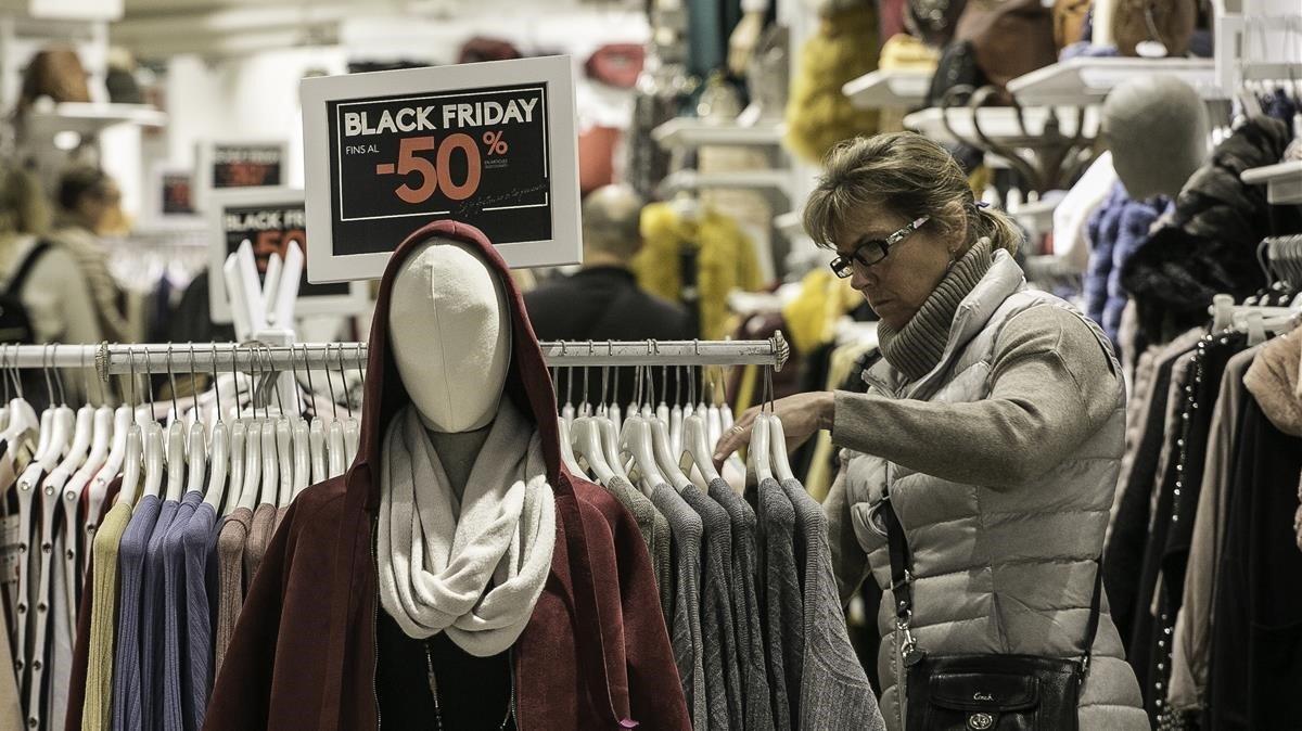 Una tienda de Barcelona con descuentos por el Black Friday.