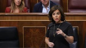 La vicepresidenta, Soraya Sáenz de Santamaría, durante la sesión de control al Gobierno en el Congreso, el 12 de julio.