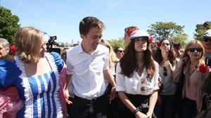 El candidato de Más Madrid a la Asamblea de Madrid, Íñigo Errejón, y la actual portavoz de Podemos en el Parlamento regional, Clara Serra