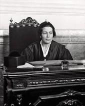 Victoria Kent. «Hoy espeligroso conceder el vo-to a la mujer», dijo en 1931.