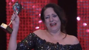 Yolanda Ramos recogiendo su Premio Feroz.