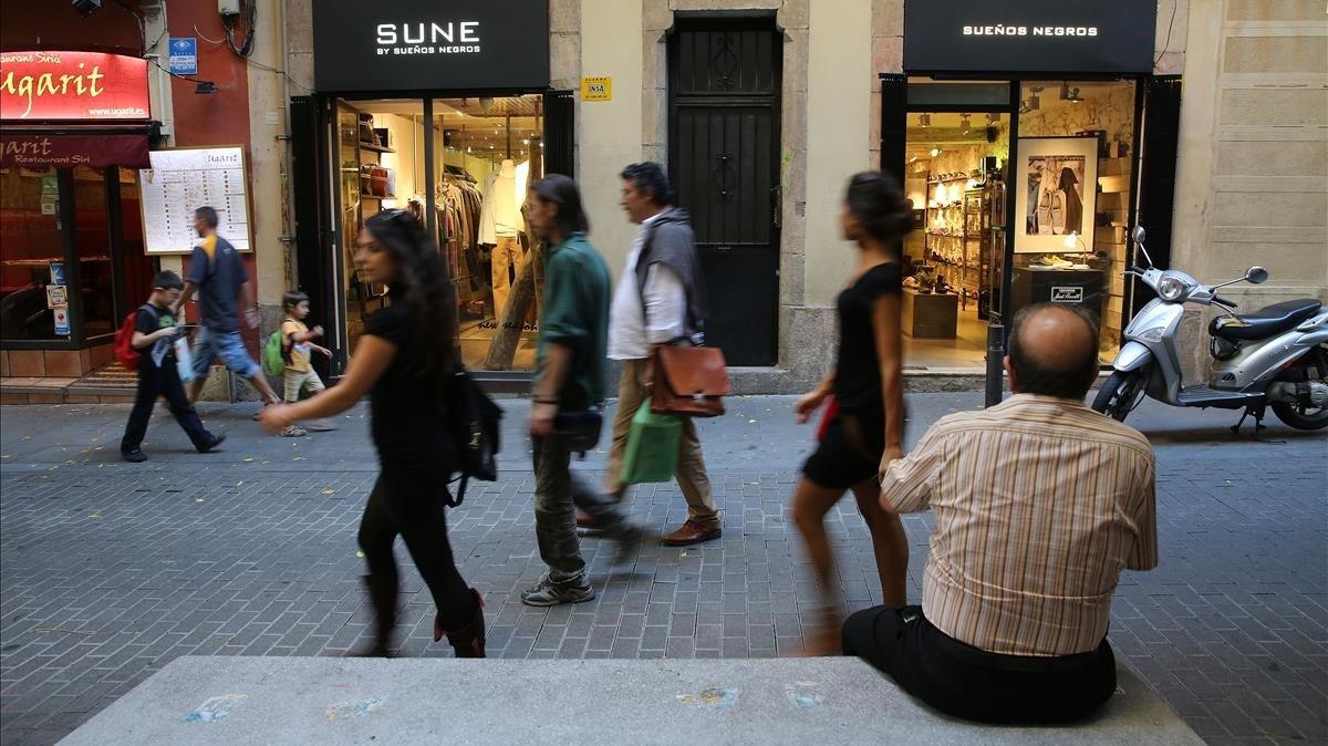 Ambiente y comercios en la calle de Verdi, hace unos años.