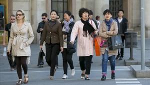 Els xinesos, els argentins i els russos lideren el rànquing dels extracomunitaris que més gasten a Barcelona