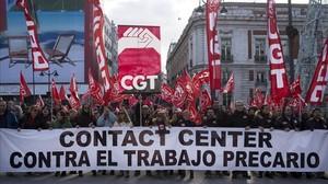 El 58,7% dels espanyols que fan hores extres no les cobren