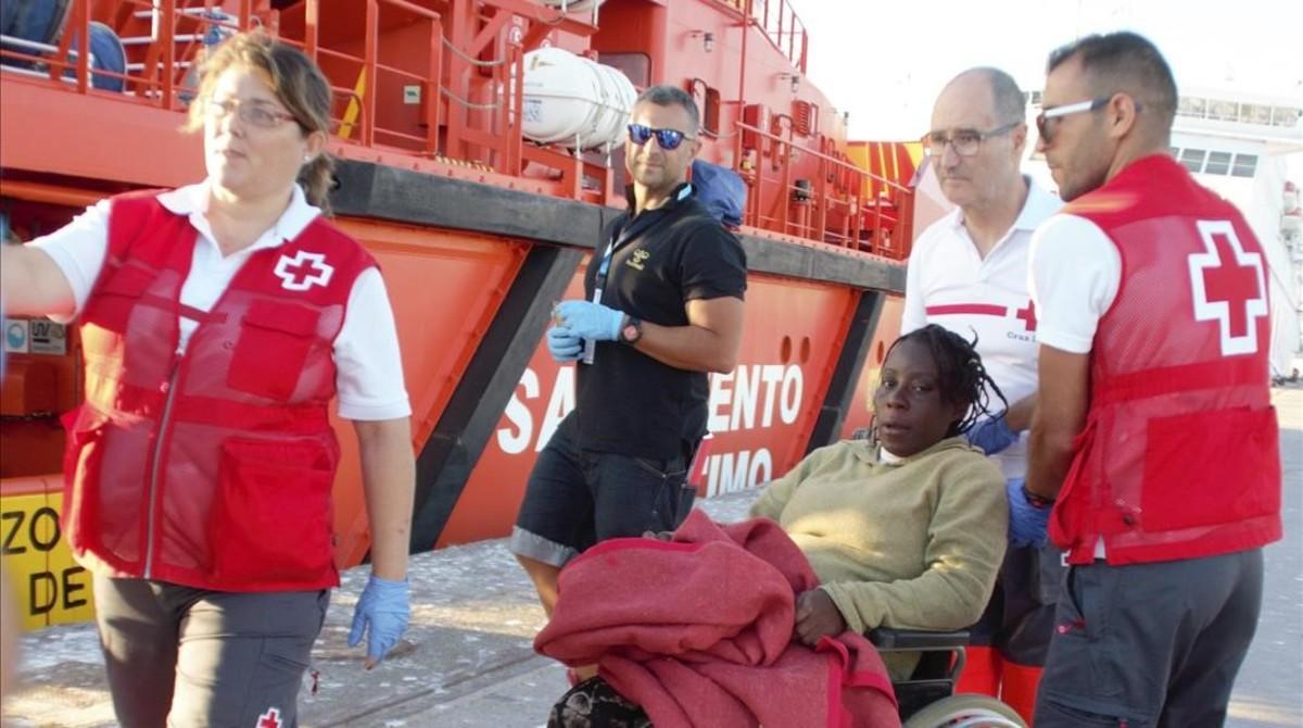 Rescate de unos inmigrantes en el Mar de Alborán, el pasado sábado.