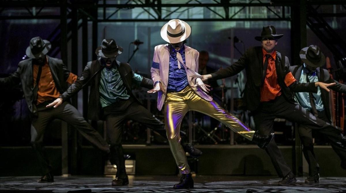 La estrella de michael jackson vuelve a brillar en el coliseum for Espectaculo forever michael jackson