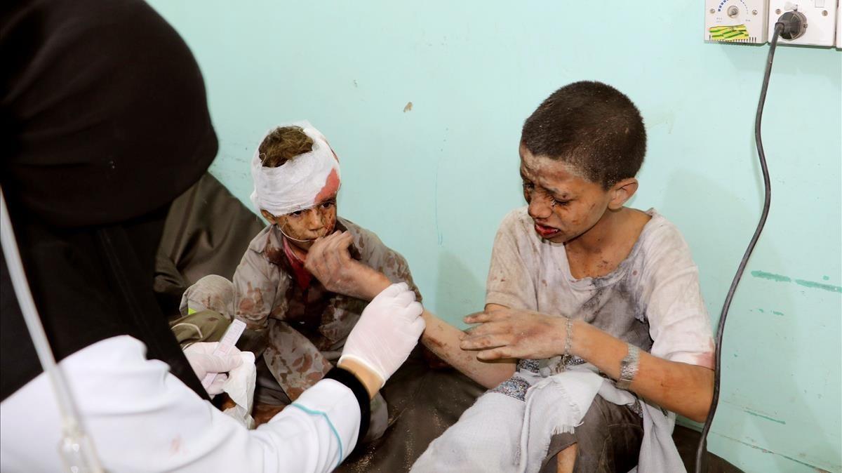 Niños heridos en el bomabrdeo.