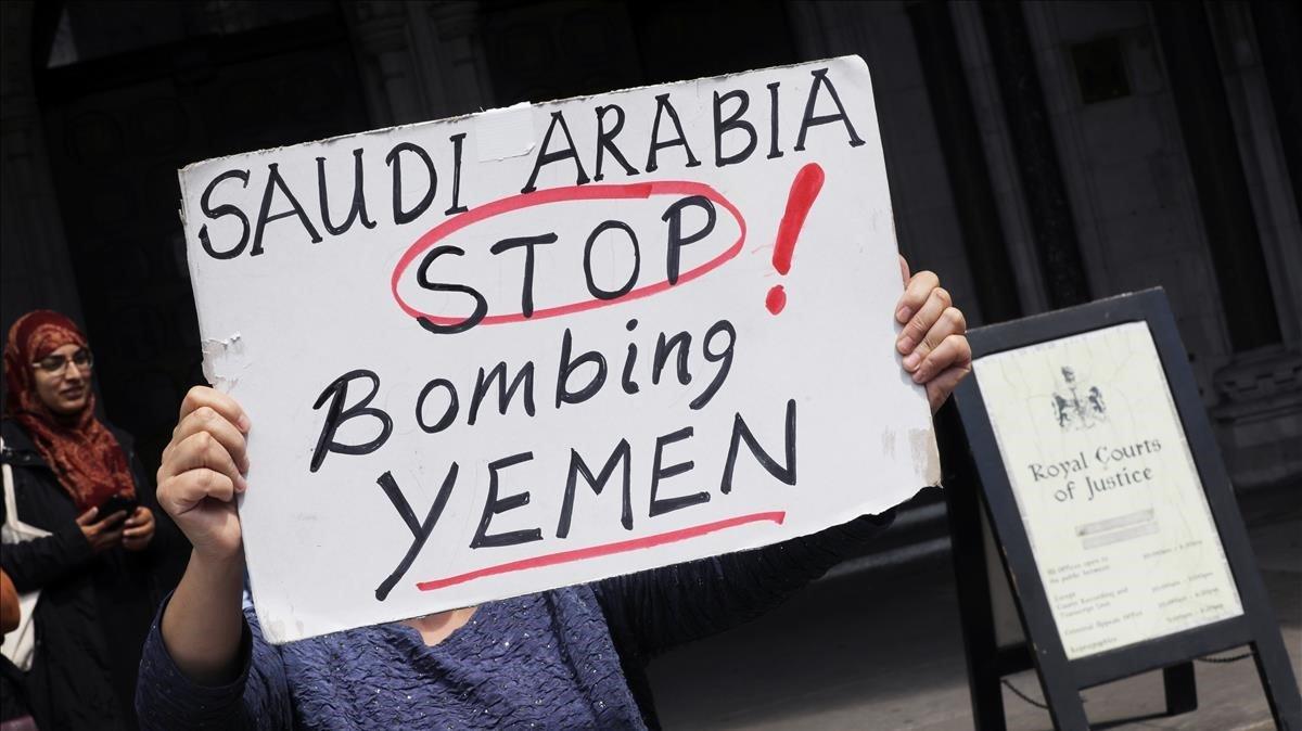 El Govern britànic haurà de revisar la venda d'armes a l'Aràbia Saudita