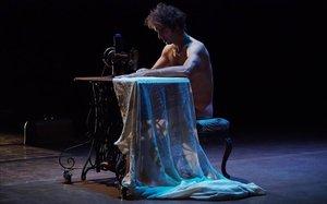 Alcántara, creador y protagonista de 'Déejà vu', en un momento de la obra.