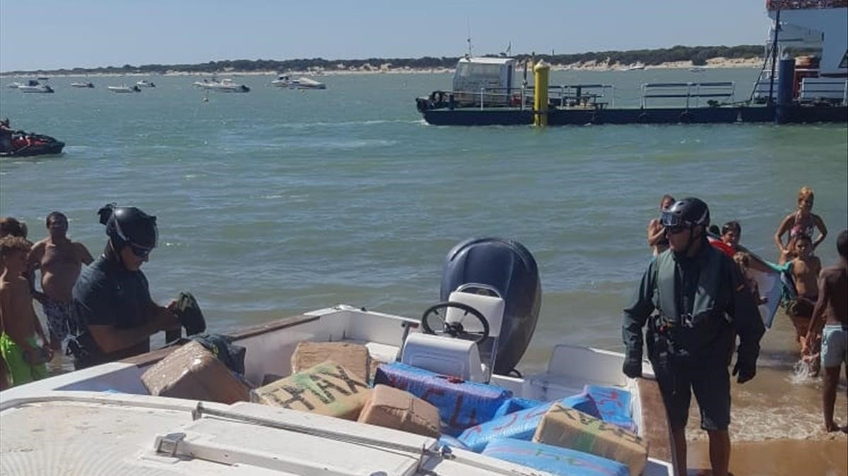 Operación de los cuerpos de seguridad contra el narcotráfico en el estrecho de Gibraltar, este agosto.