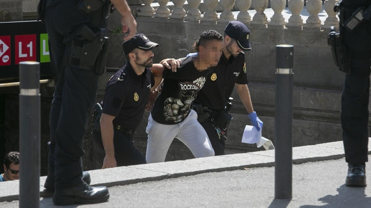 Tercer dispositiu policial contra els carteristes del metro de Barcelona en 15 dies