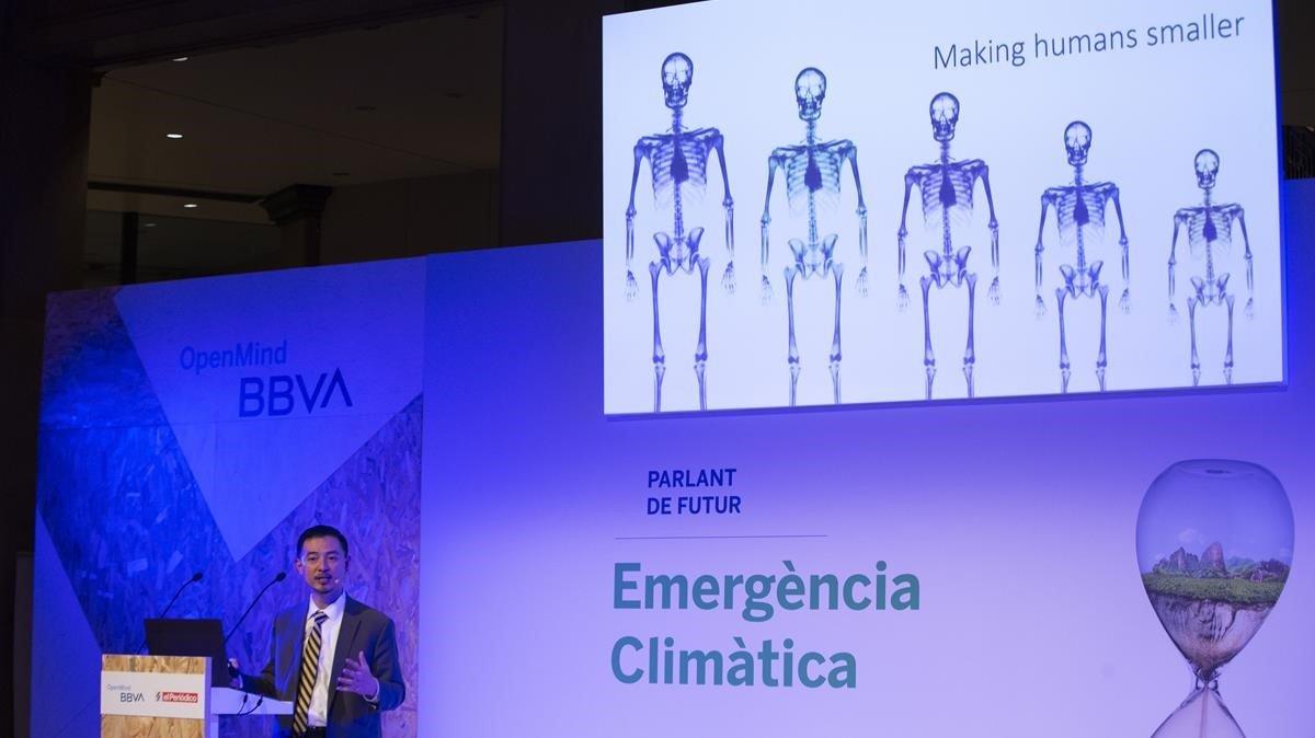 El filósofo Matthew Liao durante su ponencia en la sede del BBVA de Barcelona