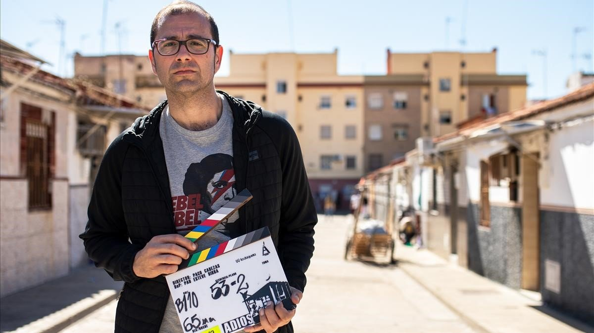 Paco Cabezas, en las Tres Mil Viviendas, durante el rodaje de 'Adiós'.