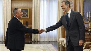 El Rey recibe al portavoz de Compromís, Joan Baldoví, durante la ronda de consultas, este martes en el palacio de la Zarzuela.