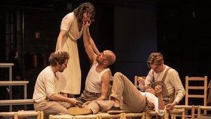 Un momento de 'Solitud', obra de Caterina Albert dirigida por Alícia Gorina. Volverá al TNC la próxima temporada.