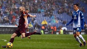 jmexposito41909079 barcelona s spanish midfielder andres iniesta l kicks the 180204201216
