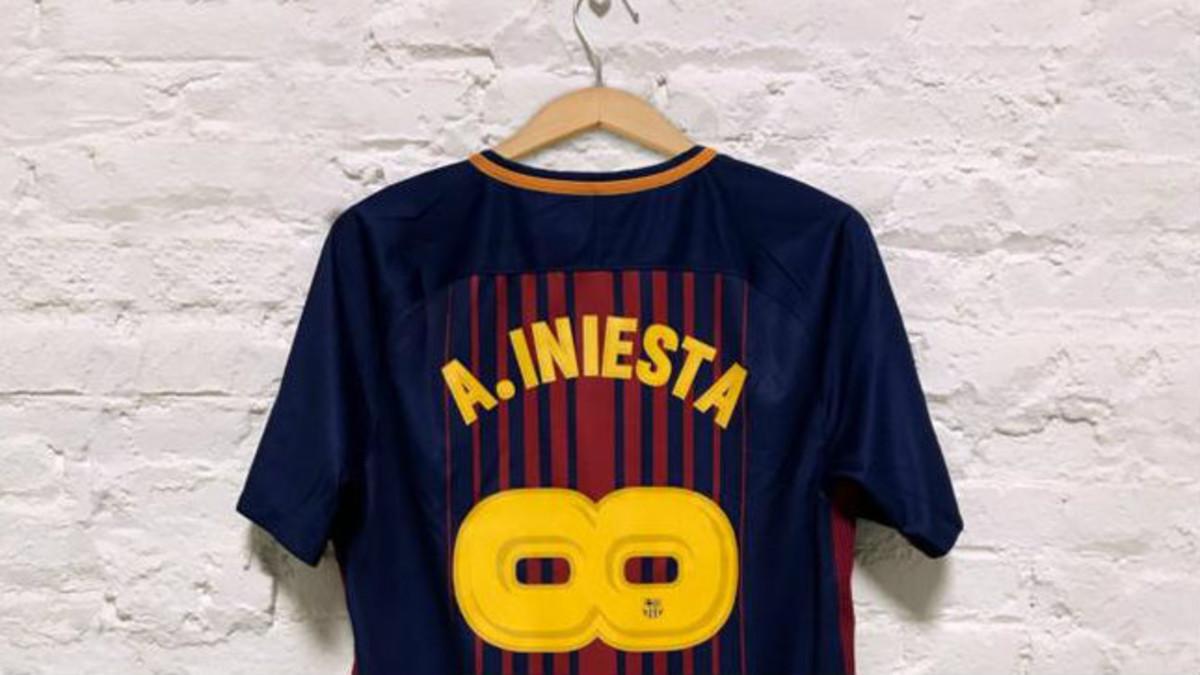 La camiseta del  infinito  Andrés Iniesta causa furor d673bba8c7e3d