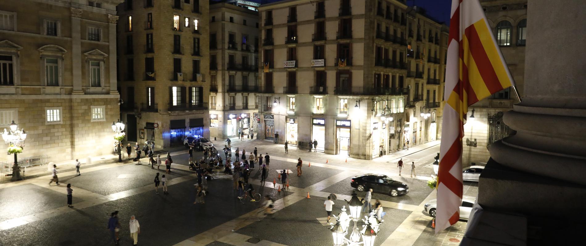La plaza Sant Jaume, durante el pregón que da el inicio de las fiestas este año