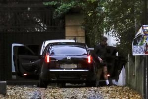 Sarkozy vuelve a su casa tras ir a correr.