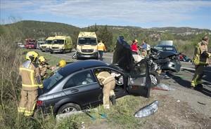 Accidente de tráfico en la carretera C-12 a la altura del Eix de lEbre.