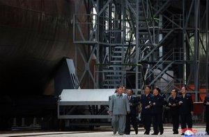 Kim presumeix de nou submarí i pressiona Trump per tornar a negociar