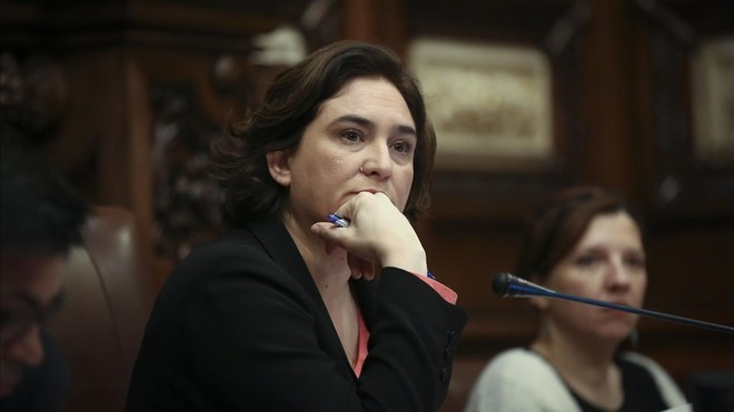 Ada Colau, durante un plenomunicipal de Barcelona.