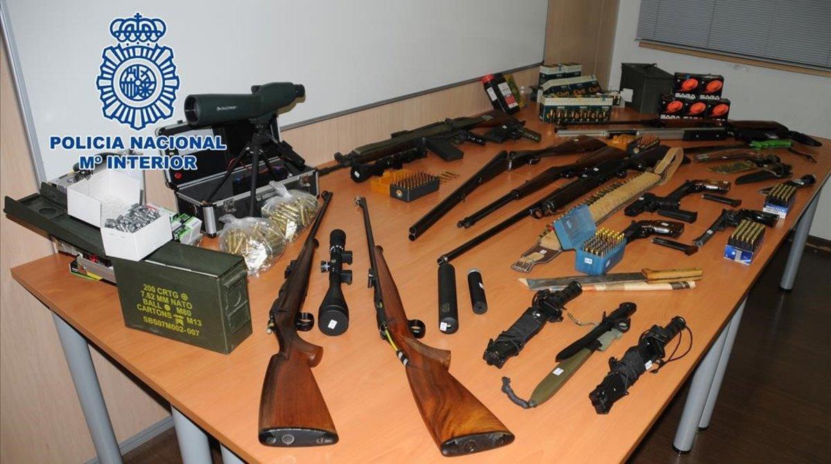 El arsenal incautado al detenido en Martorell (Barcelona).