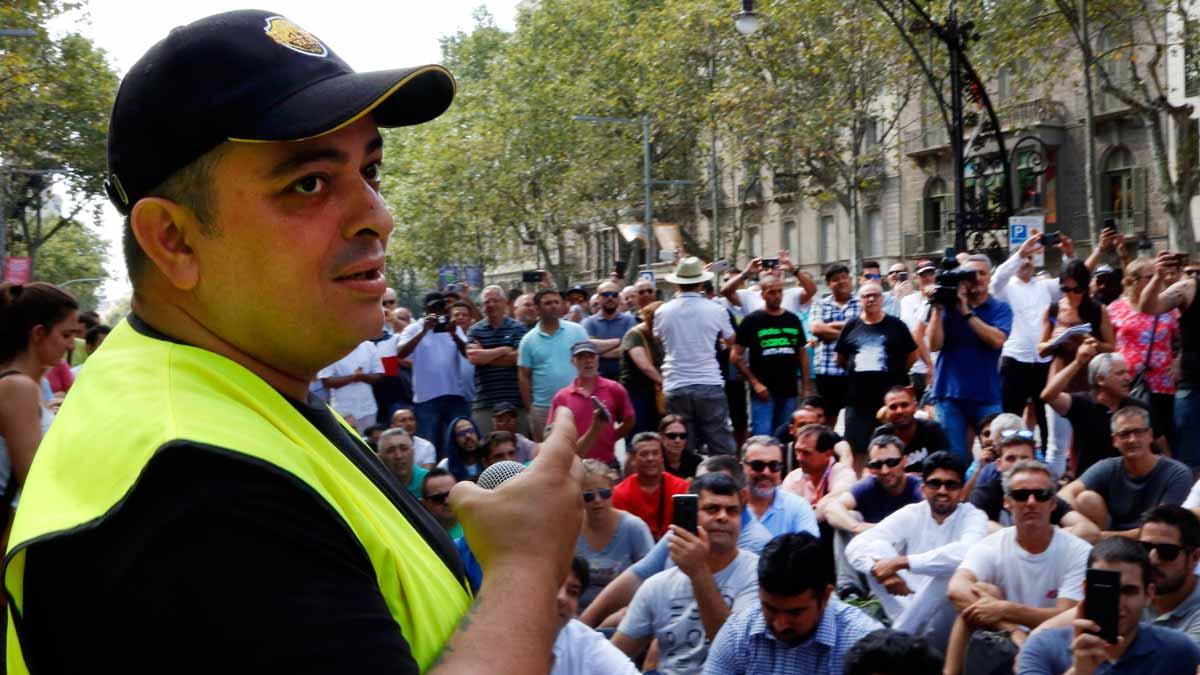 Taxistasde Barcelona en asamblea.