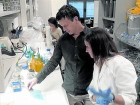 NANOTECNOLOGIA. Bernart Crosas en su laboratorio del Instituto de Biología Molecular de Barcelona, esta semana.