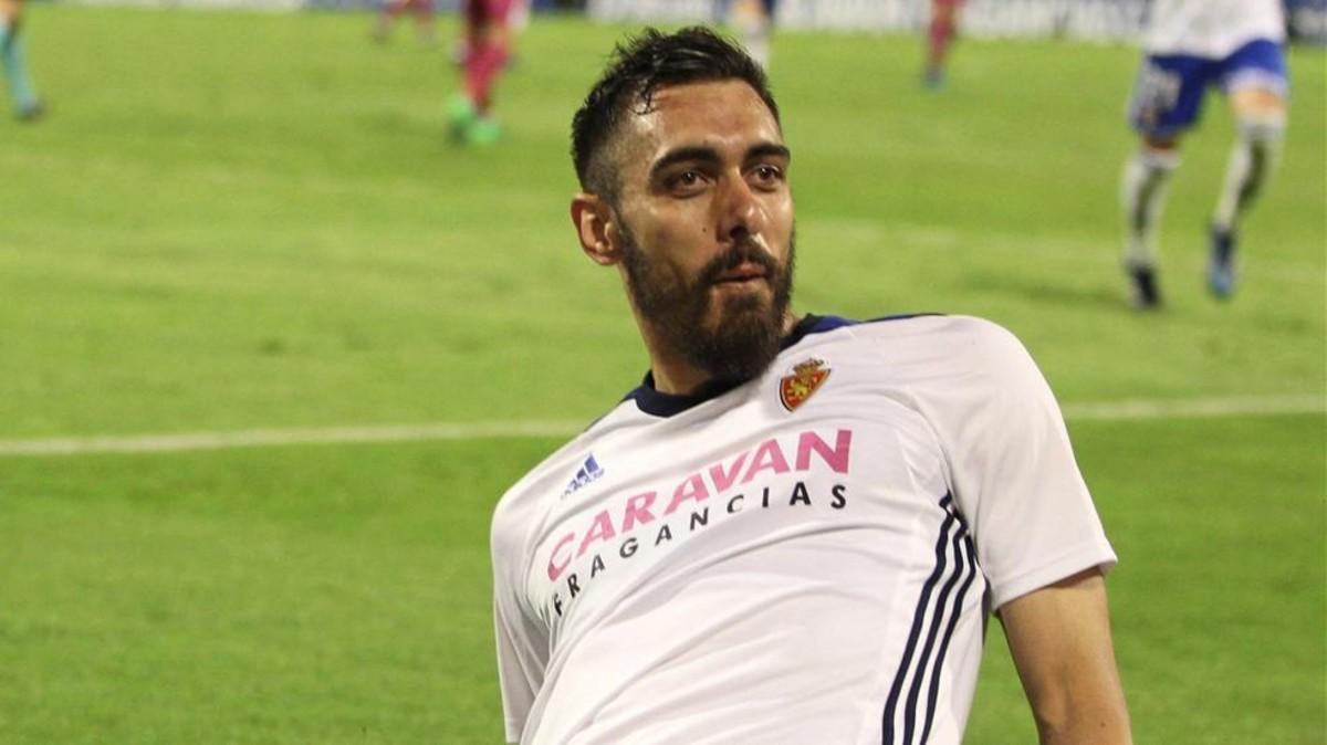 Borja Iglesias celebrando un gol con el Real Zaragoza