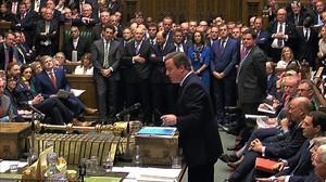 Cameron habla en las últimas preguntas al primer ministro en el Parlamento británico, en Londres.