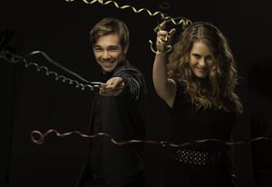 Los actores Carlos Cuevas y Elisabet Casanovas, presentadores de la Campanadas de TV-3.