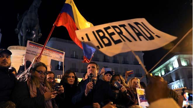 Casado exige a Sánchez el reconocimiento de Guaidó como presidente de Venezuela.