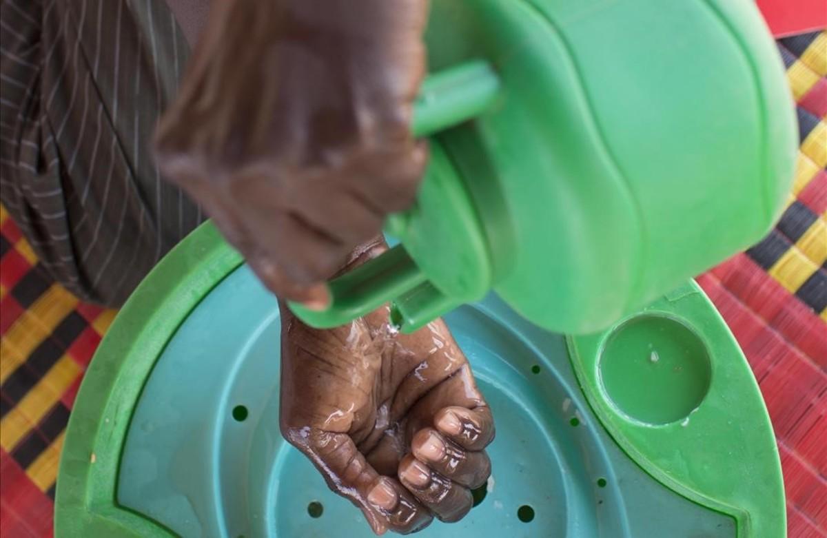 Los especialistas recuerdan que es conveniente que los niños y los adultos se lavenlas manos antes de cada comida para evitar la propagación del enterovirus.