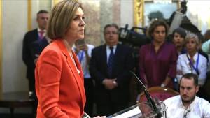 María Dolores de Cospedal, durante la rueda de prensa que dio el 31 de mayo en el Congreso para descartar que Mariano Rajoy fuera a dimitir para boicotear la moción de censura.