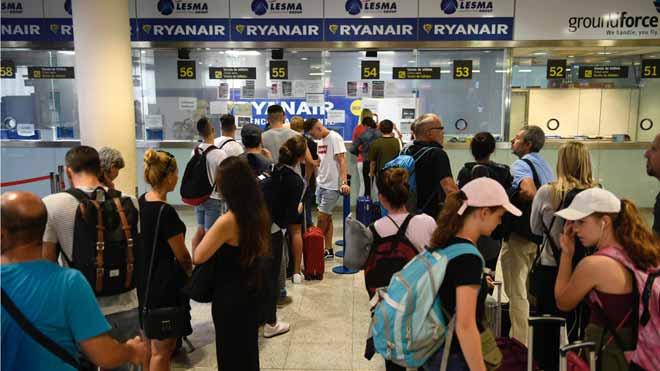Mostrador de reclamaciones de la compañía Ryanair en la Terminal 2 del aeropuerto de El Prat.