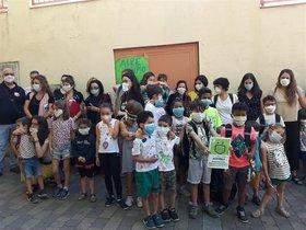 Concentración de padres y alumnos, frente al Colegio Santa María, para exigir la continuidad de Madrid Central.
