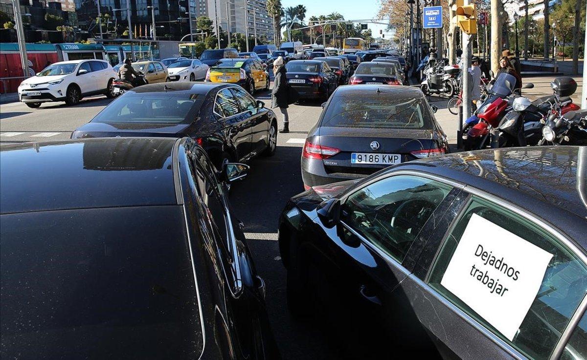 Concentración de VTC en la Diagonal de Barcelona.