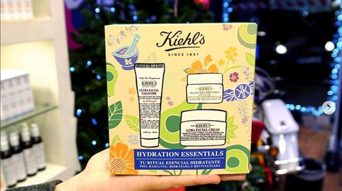 Para Navidad, Kiehls presenta diez ediciones limitadas diseñadas en colaboración con el artista gráfico Andrew Bannecker.