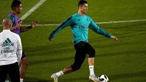 Cristiano Ronaldo, Casemiro y Zidane, en el entrenamiento del Madrid.