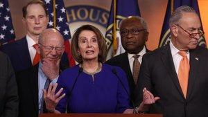 La presidenta del Congreso, Nancy Pelosi, junto a otros dirigentes demócratastras la fracasada reunión con Trump en la Casa Blanca.