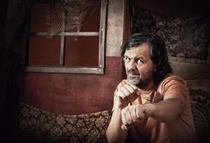 El director de cine, actor y músico bosnio Emir Kusturica, en una divertida pose.
