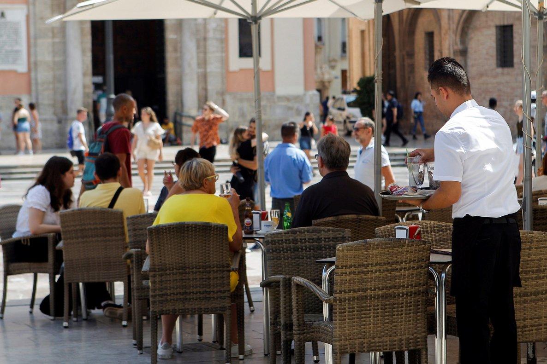 La hostelería es uno de los sectores que necesita a gente según la temporada, por lo que recurre a empleos temporales