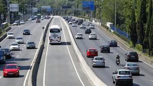 Estado de la autopista de ACoruña, en Madrid, a primera hora de la tarde de este viernes.