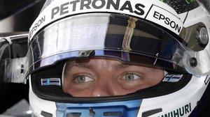 El finlandés Valtteri Bottas, dentro de su impresionante y veloz Mercedes.